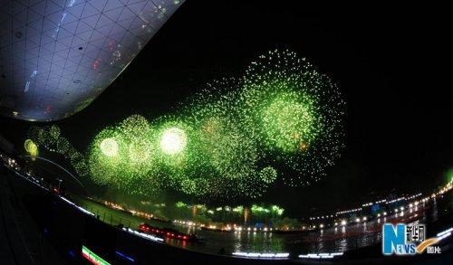 高清图片:火树银花夜上海 姹紫嫣红黄浦江